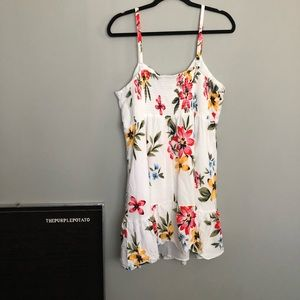 Old Navy Dresses - Old Navy White Tropical Floral Tiered Ruffle Dress